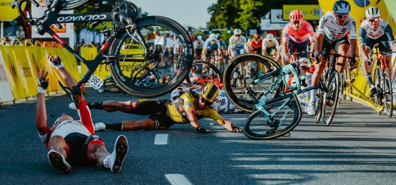 """""""Pienso en él todo el tiempo"""": Las disculpas del ciclista que provocó accidente en Vuelta a Polonia"""