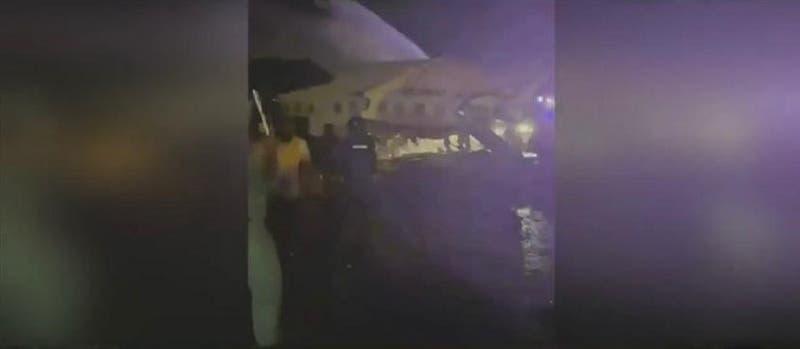 [FOTOS] El impactante estado en que quedó el avión que se estrelló durante aterrizaje en India