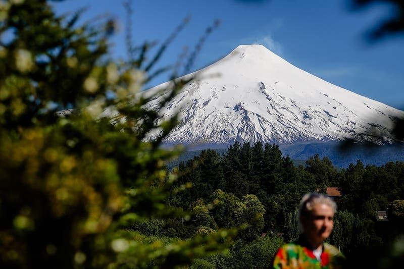 Registran explosión en el cráter del volcán Villarrica