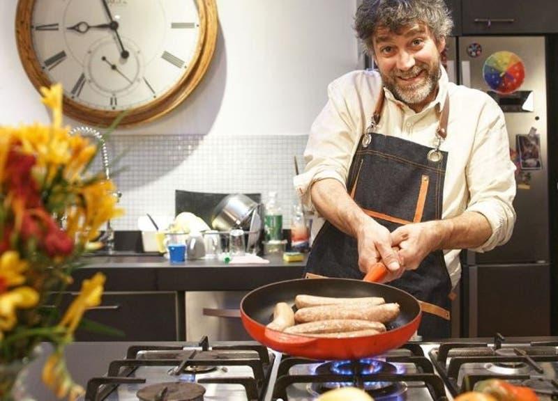Felipe Braun muestra nueva vida en el sur: entre cabras y cocina