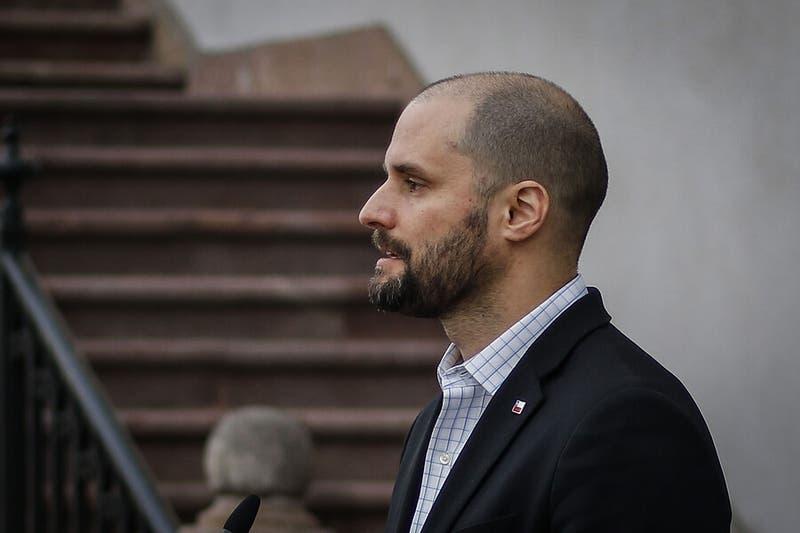 """Ministro Bellolio: """"Me ofrezco a tomar contacto con la familia de Fabiola Campillai"""""""