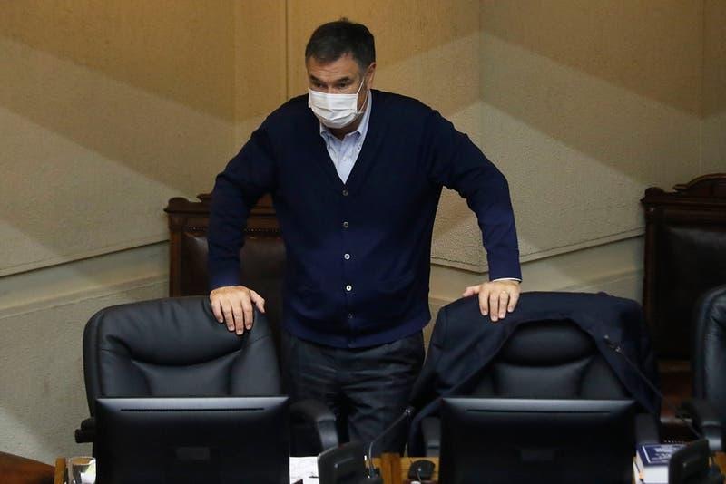 """Ossandón y elecciones internas de RN: """"El riesgo que asumió Mario Desbordes es gigante"""""""