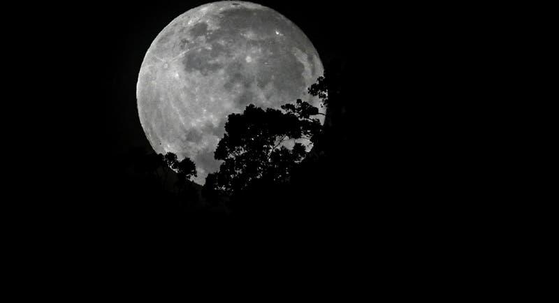 Logran imagen de la primera luz de la Luna con innovador espejo fabricado en Chile