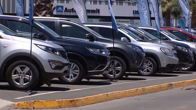 Mercado automotriz comienza a recuperarse: Ofertas y retiro del 10% impulsa venta de autos