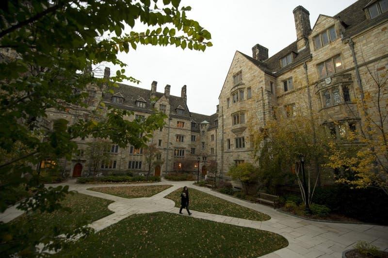 Gobierno de EEUU acusa a Universidad de Yale de discriminación contra blancos y asiáticos