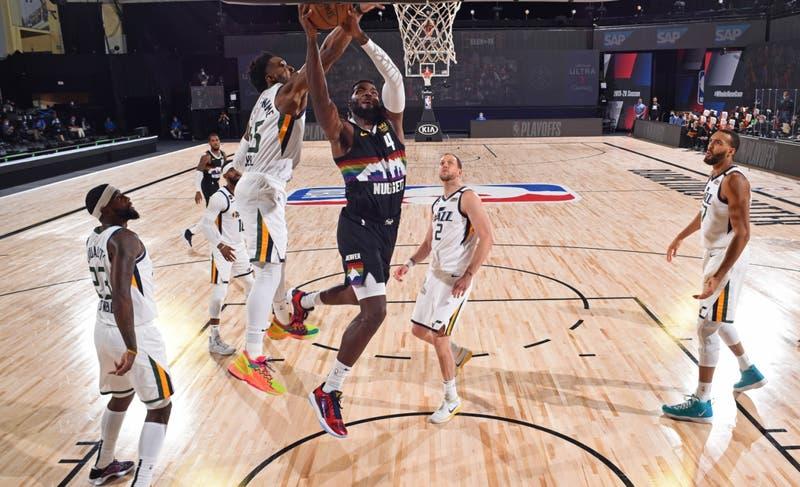 Jugadores de la NBA acuerdan terminar boicot por racismo y reanudar los playoffs
