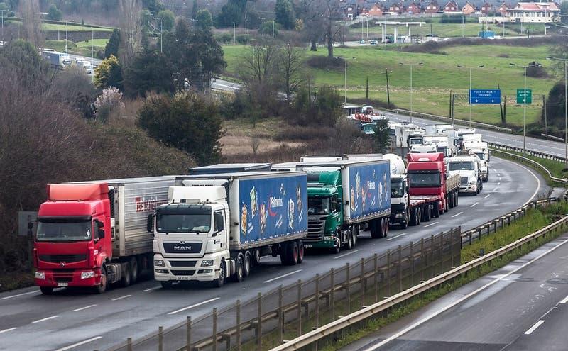 Cámara Nacional de Comercio respalda a camioneros y llama al Congreso a aprobar ciertas leyes
