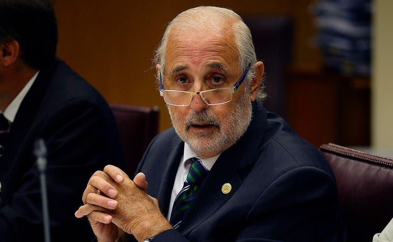Jorge Abbott anuncia acciones penales si contagiados por COVID-19 van a votar