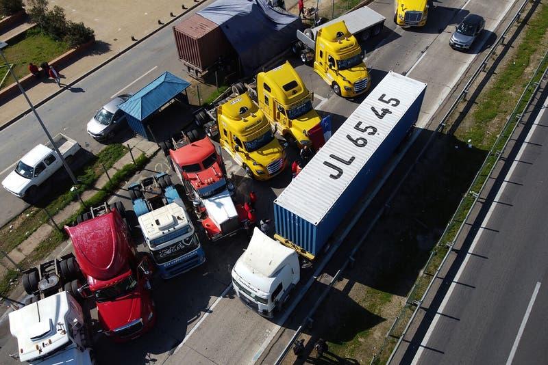 La tensión que marcó las últimas gestiones del gobierno para bajar el paro de los camioneros