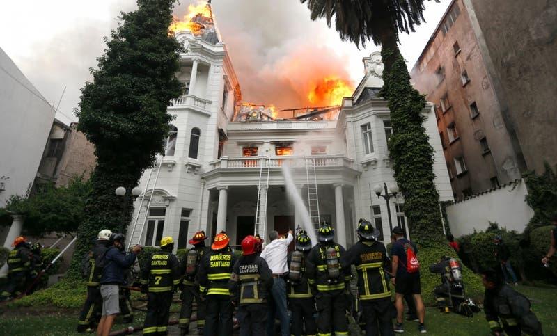 Comienza juicio oral por incendio de Universidad Pedro de Valdivia en noviembre de 2019