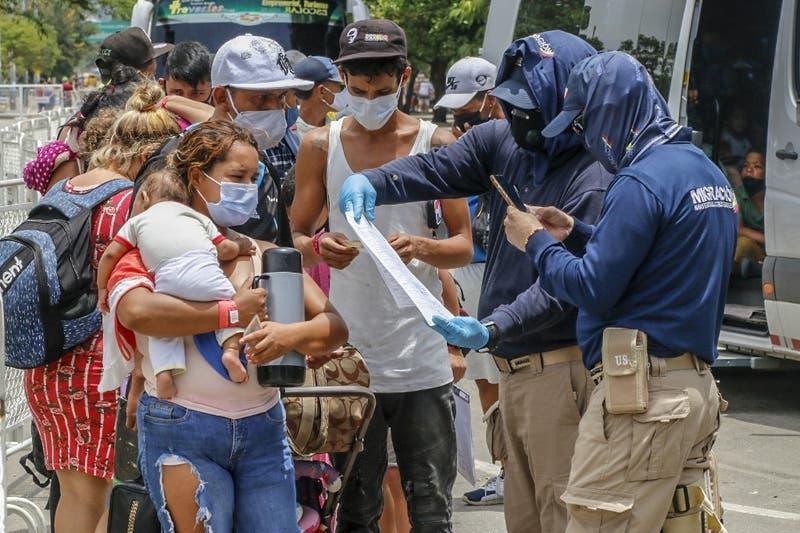 """Informe denuncia que la pandemia dio excusas en América para """"criminalizar"""" libertad de expresión"""