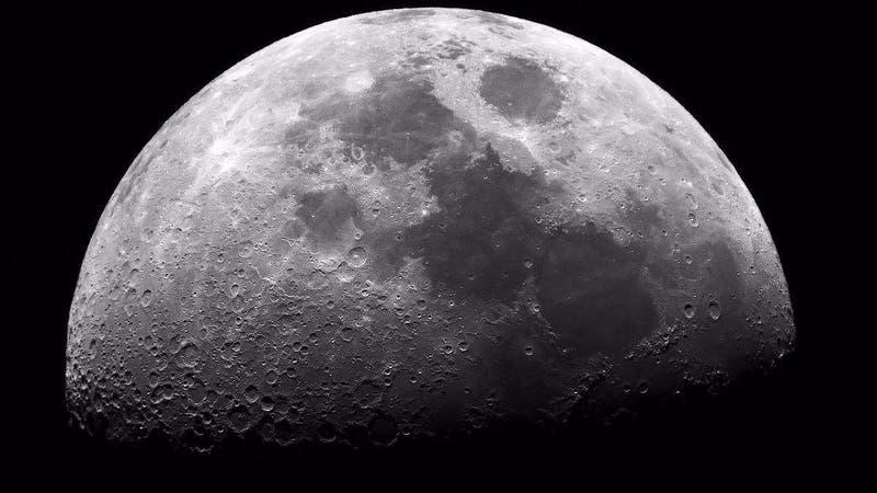 """""""Muy desconcertante"""": Científicos confirman que la Luna se está oxidando (pese a que era imposible)"""