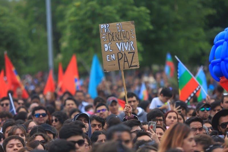 """""""Falta de respeto y de vergüenza"""": Oposición critica campaña de la UDI con frase de Víctor Jara"""
