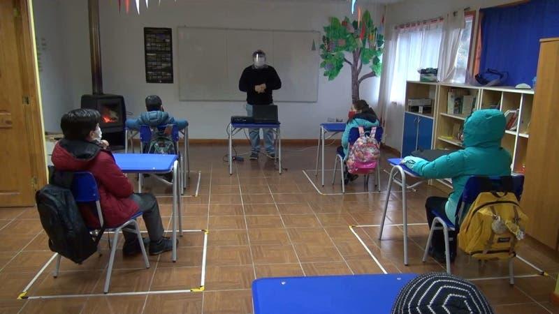 36 establecimientos en todo Chile han vuelto a clases presenciales en distintas localidades