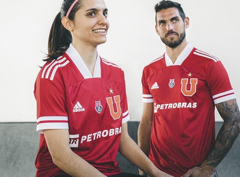 La U presenta tercera camiseta que destaca por su color rojo y llevar la frase de un hincha