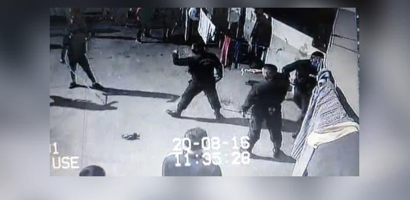 """Gedarme usó """"estoque"""" para enfrentar a reos en Santiago I"""