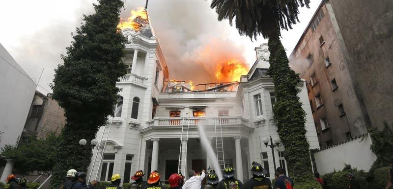 Condenan a detenido por incendio de Universidad Pedro de Valdivia en noviembre