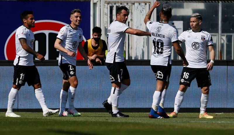 Colo Colo lleva a sus hinchas en la camiseta en duelo ante Peñarol por Copa Libertadores