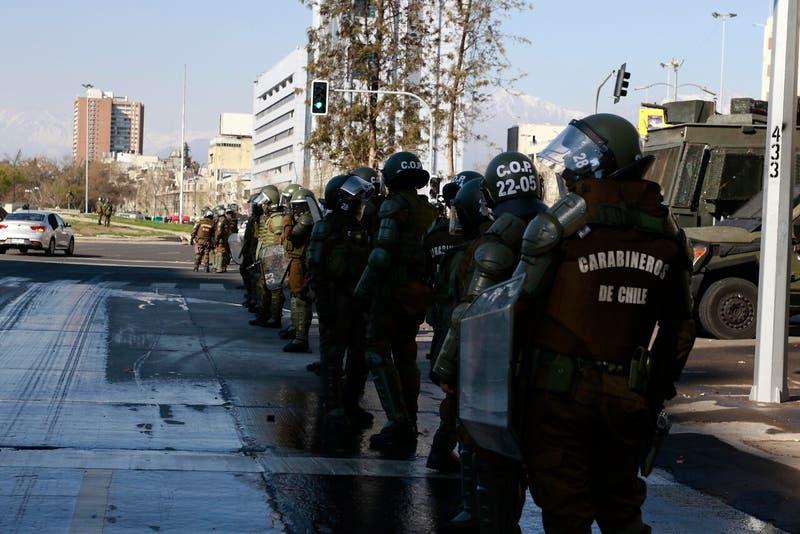 Los nuevos protocolos de Carabineros para contener la violencia en manifestaciones
