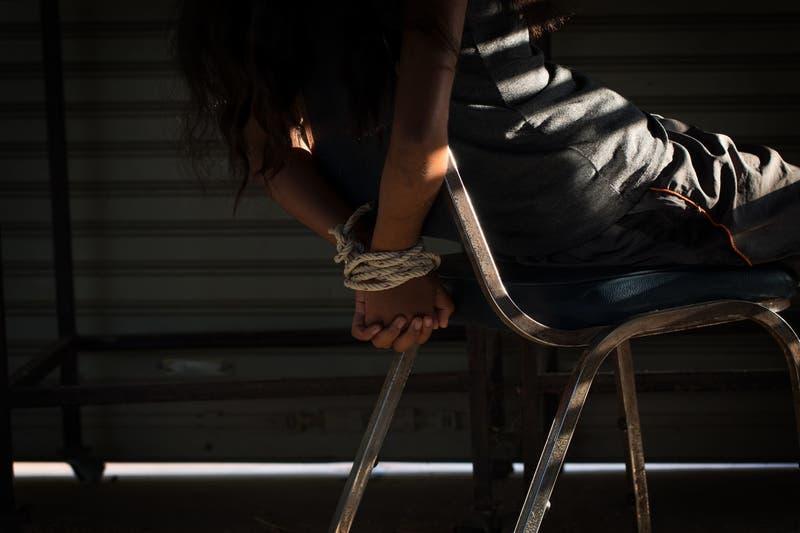 Madre finge secuestro para extorsionar a sus hijos con millonario rescate