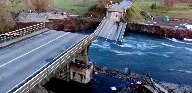 Contraloría ordena sumario al MOP por estado de más de 6 mil puentes