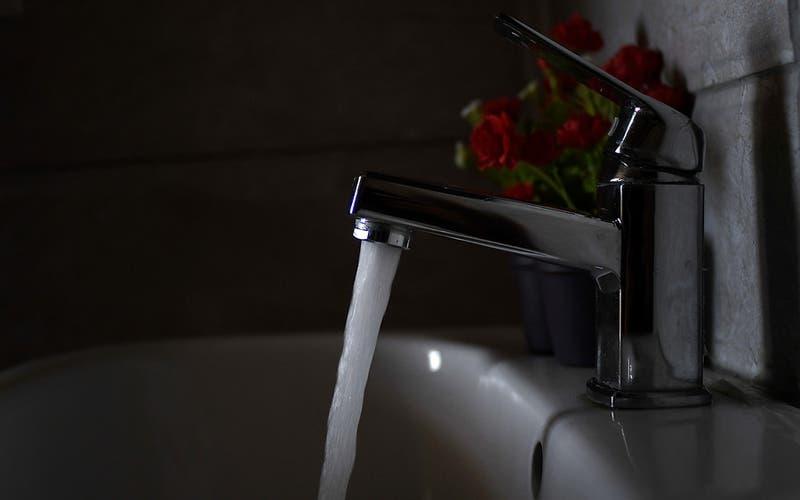 Cerca de cuatro millones de personas verán bajar sus cuentas de agua en cuatro regiones del país