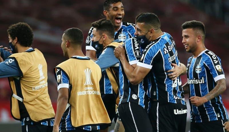 Gremio vence al Inter y ambos quedan como líderes del grupo de la UC en la Libertadores