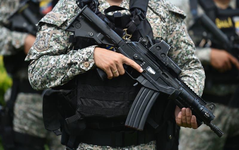 Mujer trans muere a manos de militar en una Colombia sacudida por violencia policial