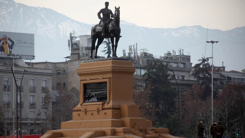 Carabineros abre investigación interna por acusaciones de censura a intervención en Plaza Baquedano
