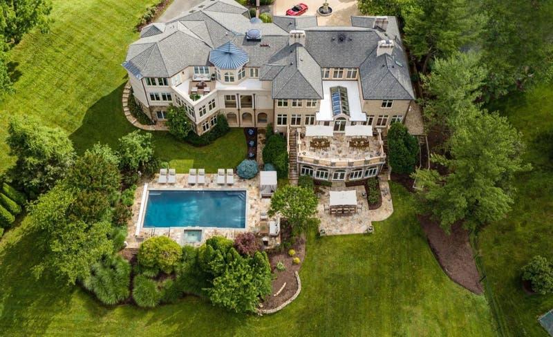 """Vidal y el """"Chino"""" no son los únicos: La mansión de 8 dormitorios y 11 baños de Mike Tyson en venta"""