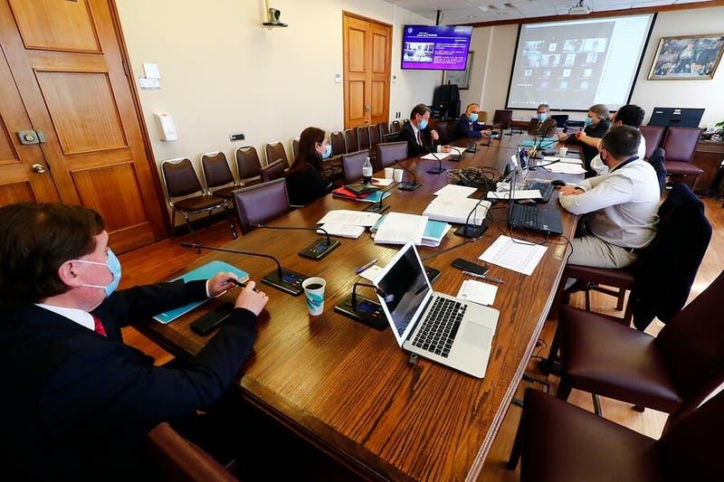 Comisión de Hacienda aprueba propuesta del gobierno de subir en $6 mil el sueldo mínimo