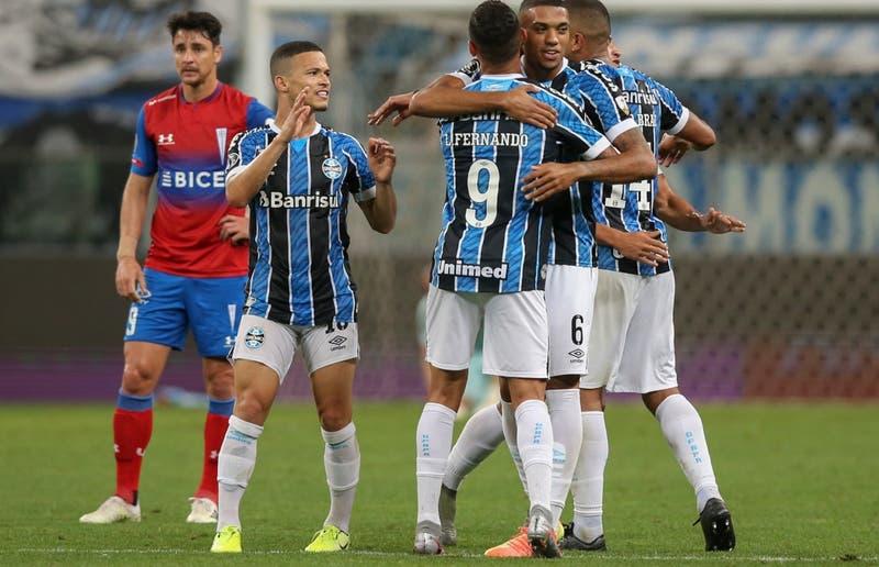 Los goles de Gremio que hundieron a Universidad Católica en la Copa Libertadores