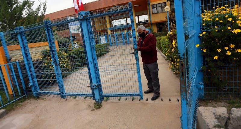 Fallida vuelta a clases en Pirque: No llegaron alumnos