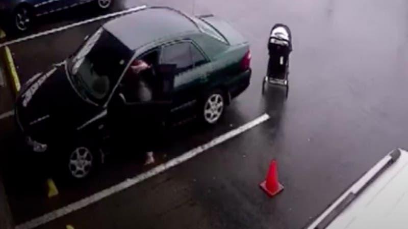 [VIDEO] Bebé se salva de ser atropellado por un camión tras descuido de la madre