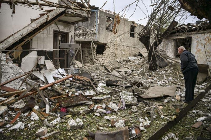 [VIDEO] Impactantes imágenes de bombardeos por la guerra entre Azerbaiyán vs. Armenia