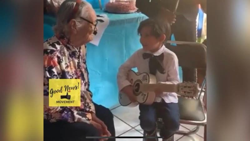 """Como escena de 'Coco': niño de 5 años le cantó a su bisabuela """"Recuérdame"""" y registro se hizo viral"""