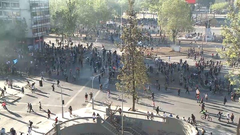 Manifestaciones en cercanías de Plaza Italia genera cortes de tránsito