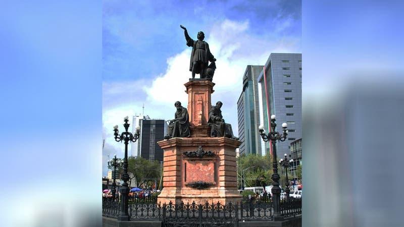 Retiran estatua de Cristóbal Colón en Ciudad de México previo a conmemoración del 12 de octubre
