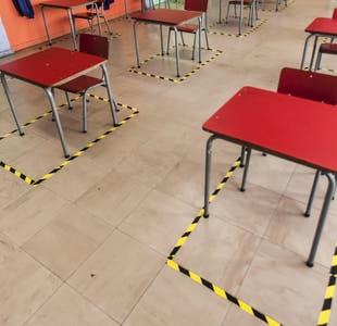 Más de 50 liceos y colegios volverían a clases presenciales esta semana