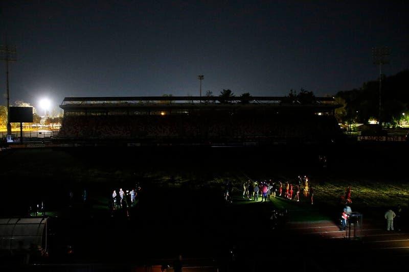 Partido entre la UC y Curicó Unido suspendido por corte de luz en Estadio La Granja