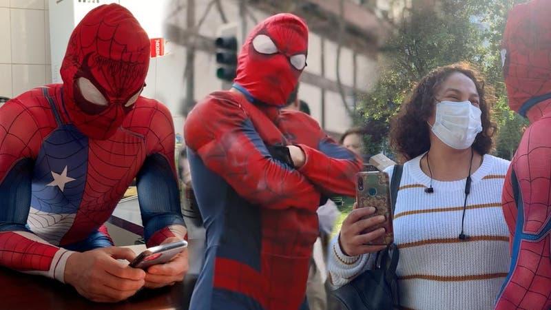 """Sensual Spiderman a un año del estallido social: """"Este personaje es del pueblo"""""""