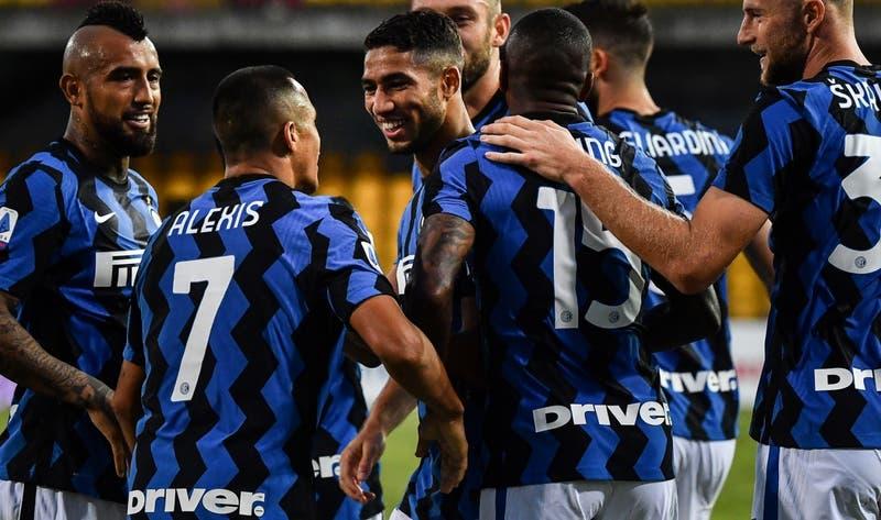 Antonio Conte no descarta a Alexis para el derbi Inter-AC Milan y Vidal sería titular