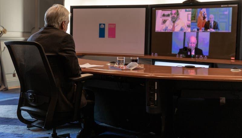 Piñera se reunió con ex Presidentes para abordar contingencia nacional