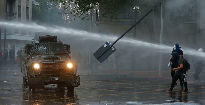 Alcalde de Santiago acusa que daños en Plaza Baquedano superan los 300 millones de pesos