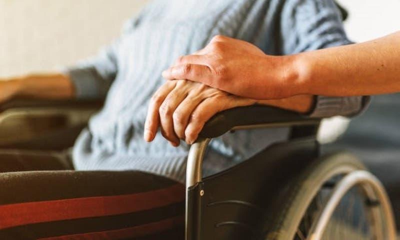 """Insólito: Mujer lleva a anciano muerto al banco para que """"retire"""" su pensión en Brasil"""