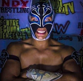 Luchador Príncipe Aéreo muere tras desplomarse en el ring