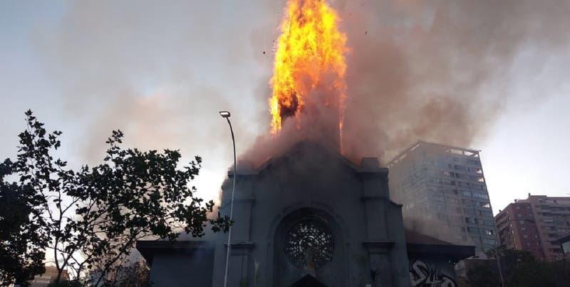 """Senador Moreira (UDI) por quema de iglesia: """"Yo los llamaría anarquistas satánicos"""""""