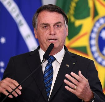 """Bolsonaro condena incendios contra iglesias en Chile y acusa """"Cristofobia"""""""