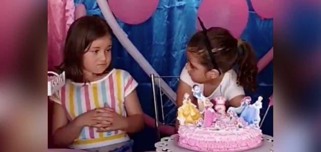 """""""Devuélveme los pinches 2020"""": El video viral de dos niñas por apagar una vela"""