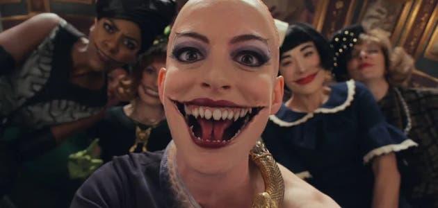 [VIDEO] El agobiante proceso que debió pasar Anne Hathaway para transformarse en bruja